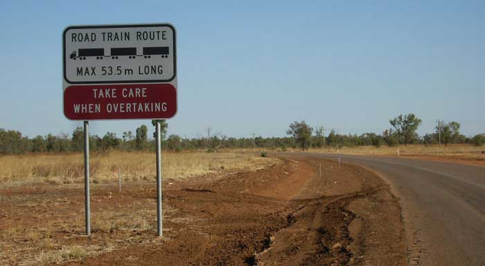 senyal-australia-tren-carretera